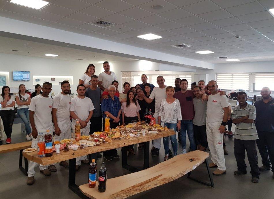 חוגגים יום הולדת לחבר צוות הולנדיה